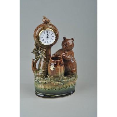 Часы 'Медведь с бочкой'