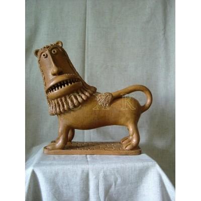 Лев зубастый